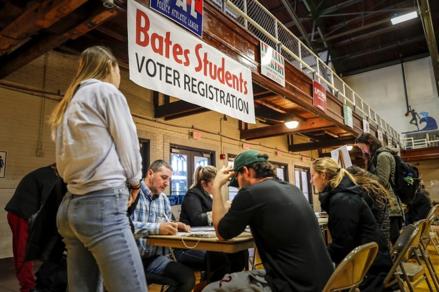 Bates+Students+register+to+vote+in+the+2016+election